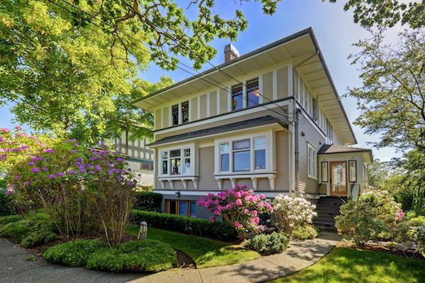 JUST LISTED - $777,000 - 4-727 LINDEN AVE
